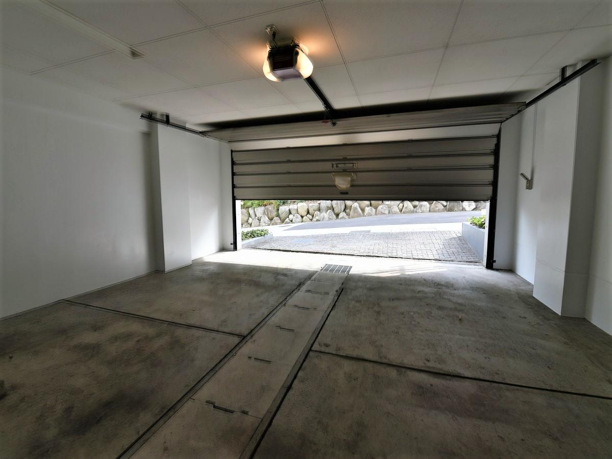 大型車が2台駐車可能!
